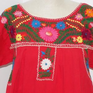 3073  VINTAGE  Mexican embroidered dress So NICE